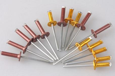 Heat treatment process of core pulling rivets